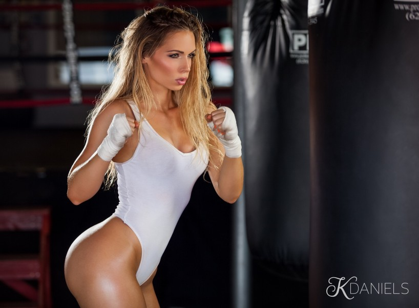 Chelsea_Dawn_boxing_fitness_model