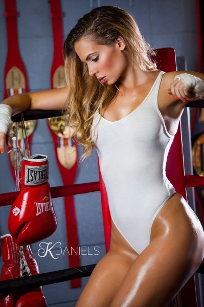 Chelsea_Dawn_fitness_model_boxing