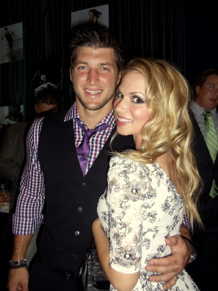 01_Tim_Tebow_and_Chelsea_Dawn